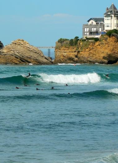 Surfer a biarritz